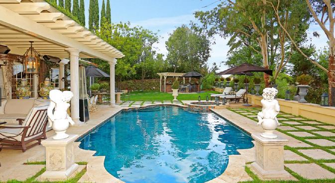 Matisse studios lauri anne matisse a i a - Beverly hills public swimming pool ...